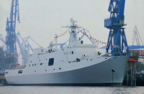 井岡山號大型船塢登陸艦于上海正式下水